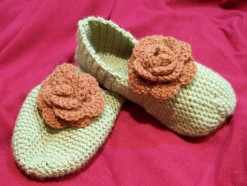 Crochet green slippers with roses