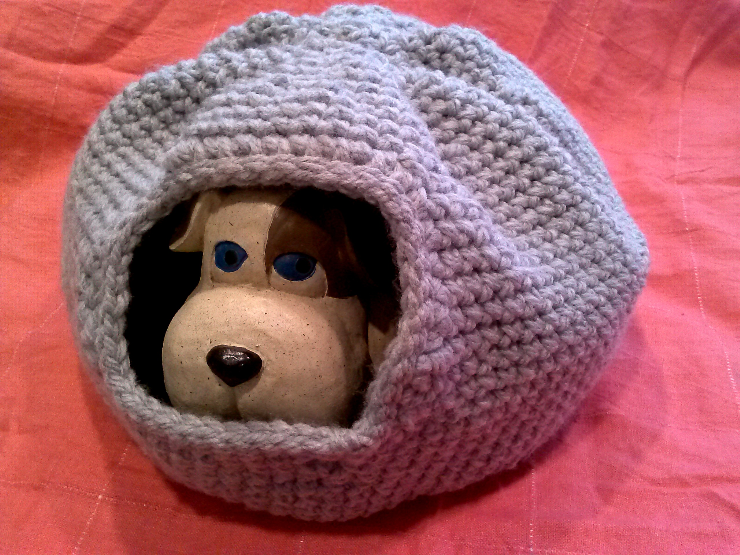 Free Crochet Pattern For A Cat Bed : crocheted cat bed