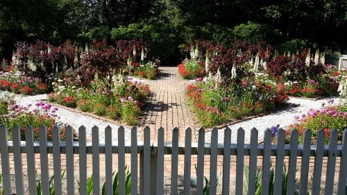 WB Garden 2